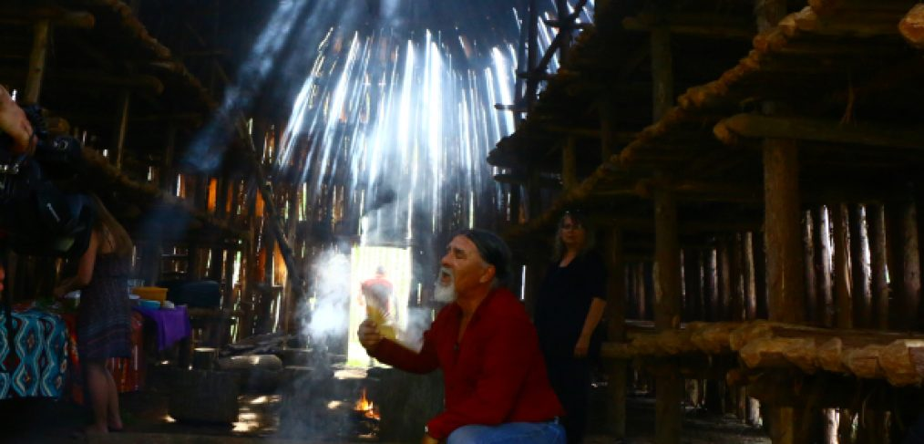 Elder Tom Charles prays in the Mohawk long house in Kanata Village - The Other Side TV